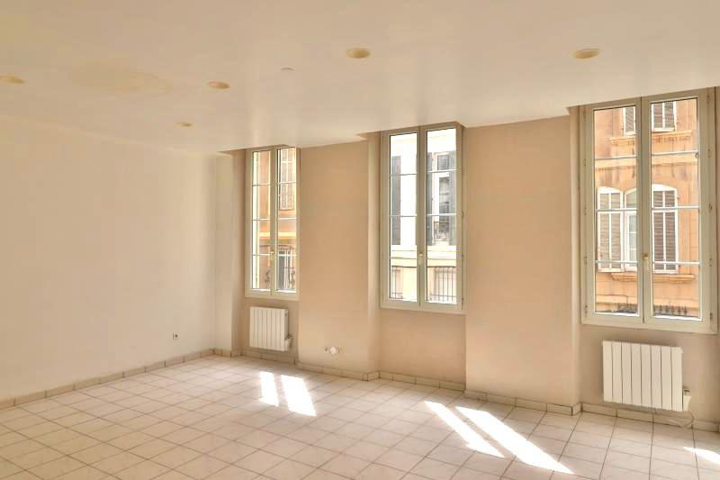 Appartement Marseille  Location appartement  3 pièces   75m²