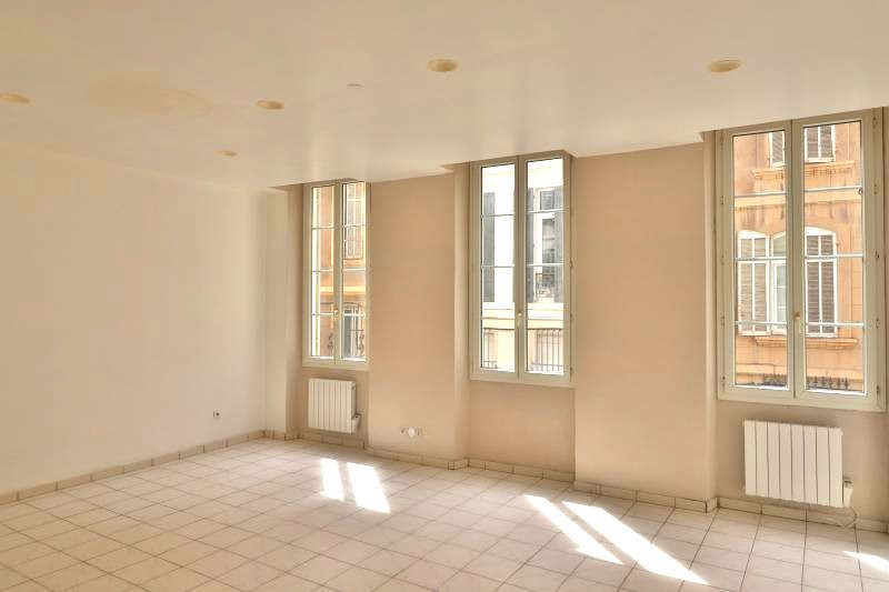 Appartement Marseille  Location appartement  3 rooms   75 m²