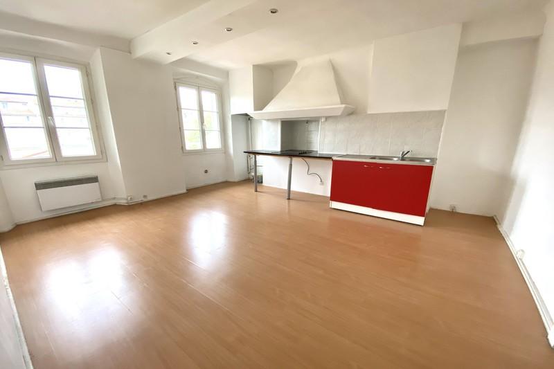 Appartement Marseille  Location appartement  2 pièces   37m²