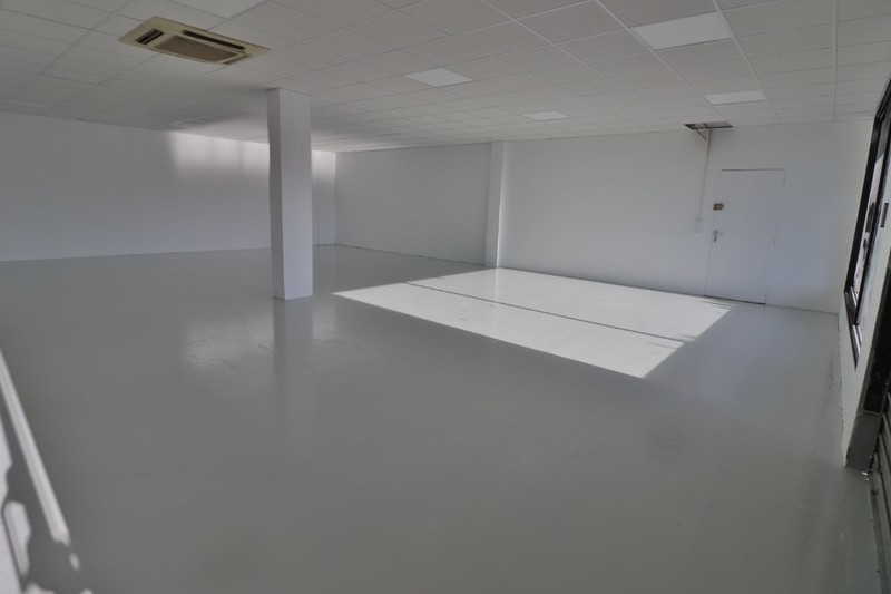 Local commercial Les Pennes-Mirabeau  Professionnel local commercial   200 m²