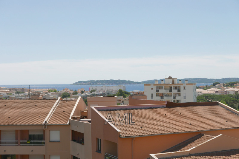 Photo Appartement Sainte-Maxime  Location appartement  2 pièces   36 m²